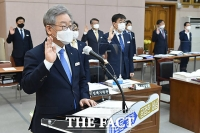 [TF사진관] 행안위 국정감사에서 선서하는 이재명 지사