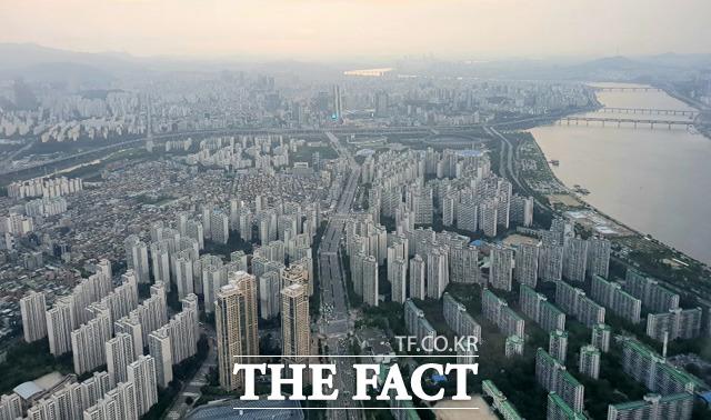 올해 서울 내 전 지역에서 10억 원이 넘는 아파트 단지가 나왔다. 아파트값 10억 원은 이제 예삿일이 됐다. /윤정원 기자