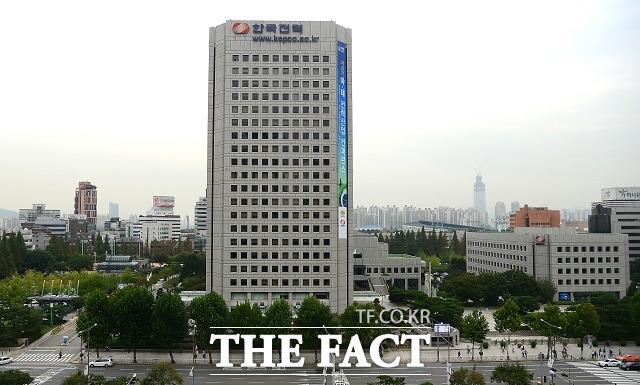 한국전력은 지난해 연결기준 1조3566억 원의 영업적자를 내면서 11년 만의 최대 적자를 기록했다. /더팩트 DB