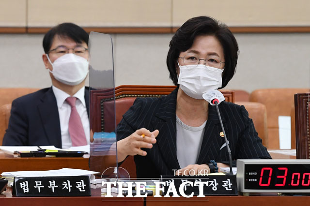 추미애 법무부장관이 지난 12일 국회 법사위 법무부 국정감사에서 답변하고 있다./남윤호 기자