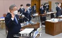 [TF포토] 국감 선서하는 이재명