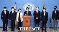 [TF사진관] '검찰총장 수사지휘권 배제' 기자회견 갖는 국민의힘 의원들