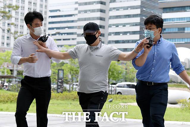 서울동부지법 형사3단독 이유영 판사는 21일 오후 공갈미수 및 특수폭행 혐의 등으로 기소된 택시기사 최모(31) 씨에 대한 선고공판을 열고 죄질이 매우 불량하다며 최 씨에게 징역 2년을 선고했다. /이선화 기자