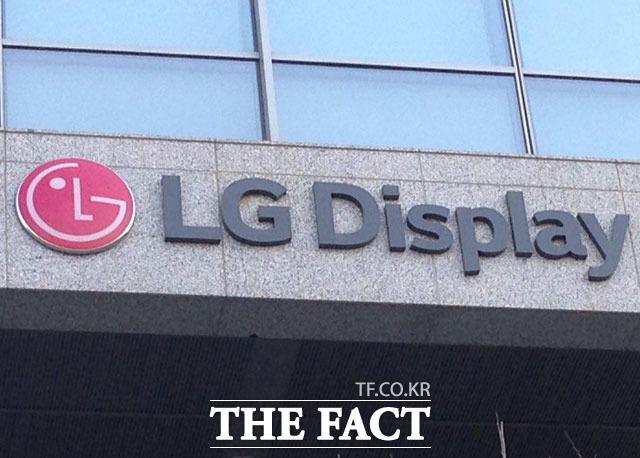 LG디스플레이는 올 초 대형 OLED 대세화, P-OLED(플라스틱 OLED) 사업 턴어라운드 등을 언급하며 OLED 체제 확립을 위한 목표를 제시했다. /더팩트 DB