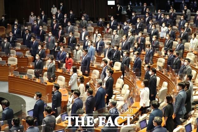 정치권은 김봉현 전 회장의 옥중 편지의 진위를 놓고 정쟁을 벌이고 있다. 진위를 가리겠다는 이유를 들지만, 각 정당의 입장에 따른 해석을 내놓고 있다. 사진은 지난 9월 1일 382회 정기국회 개원식 당시. /배정한 기자
