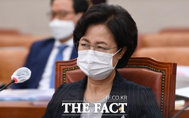 21일 추미애 법무부 장관은 윤석열 검찰총장을 지목해 화부터 내기 전에 성찰하고 사과하라고 했다. /남윤호 기자