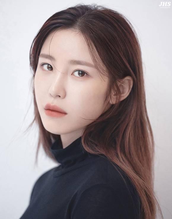 가수 겸 배우 전효성이 23일 서울패션위크에서 모델로 런웨이에 선다. /JHS엔터테인먼트 제공