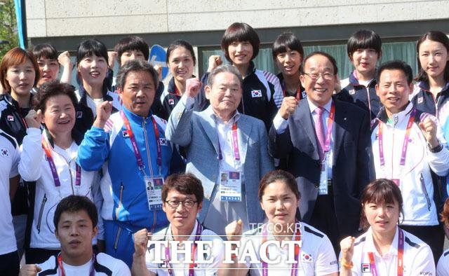 2012년 런던올림픽 당시 한국선수촌 방문한 이건희 회장. /삼성전자 제공