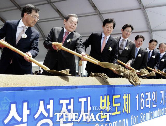 2010년 16라인 반도체 기공식 참석한 이건희 회장의 모습. /삼성전자 제공