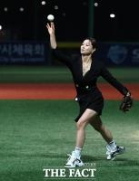 [TF포토] 김양, '완벽한 시구'