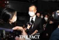 [TF포토] 취재진 질문에 답변하는 최치훈 삼성물산 사장