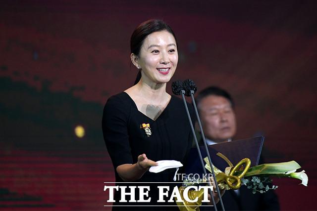 배우 김희애