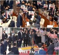 [TF사진관] 국회 찾은 문재인 대통령에 '항의와 존경' 온도차