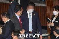 [TF이슈] '주호영 몸수색' 둘러싼 갑론을박…왜?