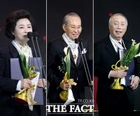 [TF포토] 고두심-윤항기-변희봉, 문화훈장 수훈