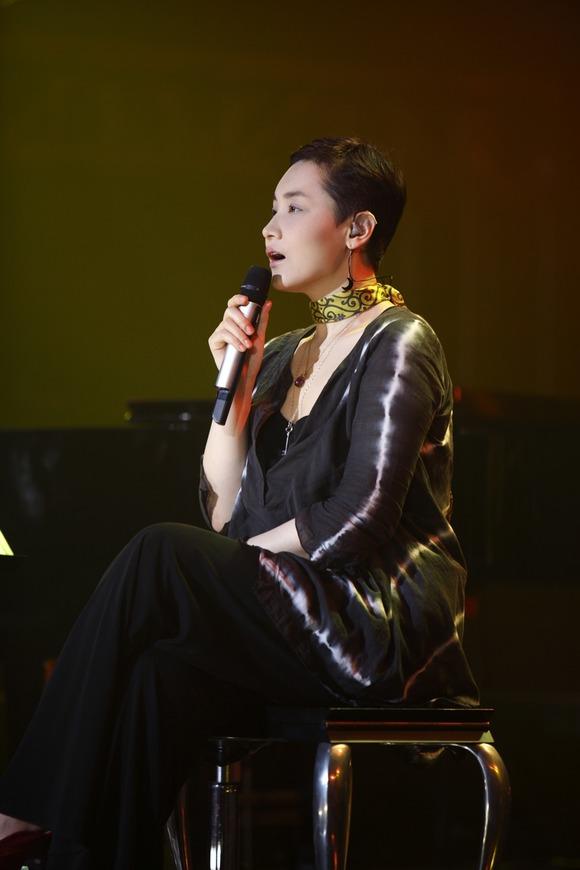 가수 이소라가 12월 17일~20일, 24일~27일, 30~31일 10회 공연을 확정했다. /에르타알레엔터 제공
