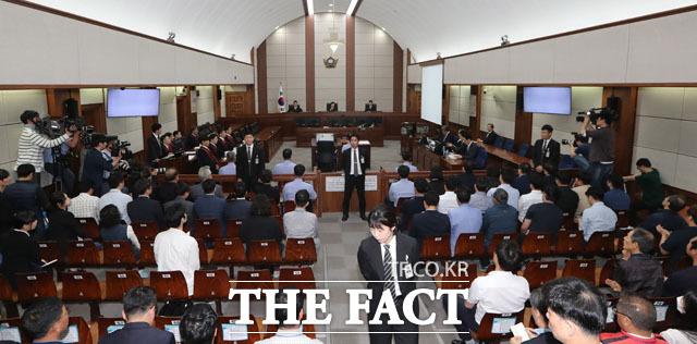 이명박 전 대통령의 첫 재판. /사진공동취재단