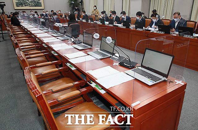 회의실에 나타나지 않은 국민의힘 소속 의원들