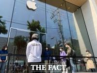 애플 첫 '5G폰' 아이폰12, 오늘(30일) 정식 출시…가로수길 인파 몰릴까