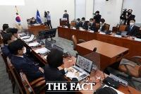 [TF사진관] 온택트 의원총회 주재하는 이낙연 대표