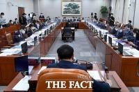 靑 참모진 '불참 기습통보'에 운영위 국감 불발…11월 4일로 연기