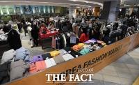 [TF포토] 코리아패션마켓 시즌2에 붐비는 매장