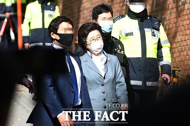 이명박 전 대통령 자택 방문하는 이은재 전 의원.