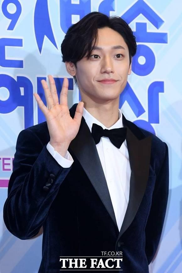 배우 이도현이 팬 기만 의혹에 휩싸여 해명에 나섰다. /남용희 기자