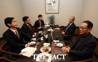 [TF사진관] 국민의힘 부산 중진의원들 만난 김종인 위원장