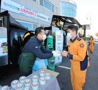 김인규 하이트진로 사장, 경주 소방관에 간식 배달