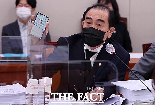 북한 외교관 출신 태영호 국민의힘 의원은 3일 북한이 조 바이든 민주당 후보의 미국 대통령 선거 당선 가능성을 높게 보고 있다고 분석했다. 지난 9월 28일 국회 외교통일위원회 전체회의에 참석해 질의하는 태 의원. /이새롬 기자
