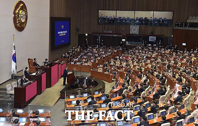 문재인 대통령이 지난달 28일 국회 본회의장에서 '위기에 강한 나라'를 주제로 내년도 예산안·국정운영 방안을 다룬 시정연설을 하는 모습. /이새롬 기자