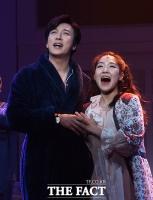 [TF사진관] 박건형-문진아, '우리가 바로 환상의 듀엣!'