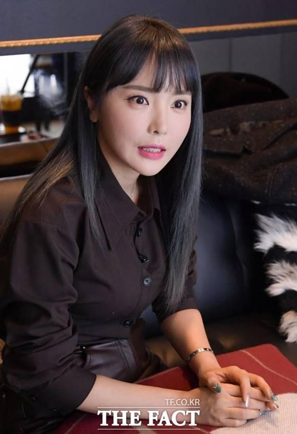 가수 홍진영이 과거 대학원에서 썼던 논문이 표절 의혹에 휩싸였다. 소속사는 적극 해명에 나섰다. /김세정 기자