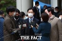 [TF포토] '2심도 징역형'...취재진 질의 답하는 김경수