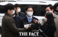 [TF사진관] '재구속 갈림길'...선고공판 출석한 김경수 지사