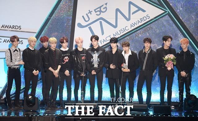 그룹 더보이즈가 2018 더팩트 뮤직 어워즈에서 넥스트 리더상을 수상했다. 2020 더팩트 뮤직 어워즈 라인업에 합류하면서 어떤 퍼포먼스를 펼칠지 기대가 모인다. /더팩트 DB