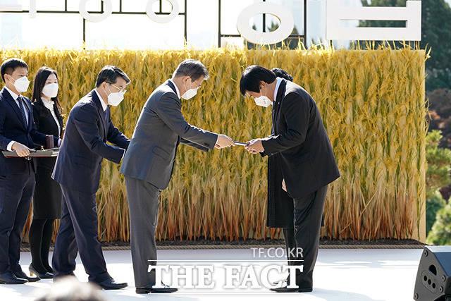 대통령 표창, 서영갑 영농조합법인 농부들의 카페장터 대표