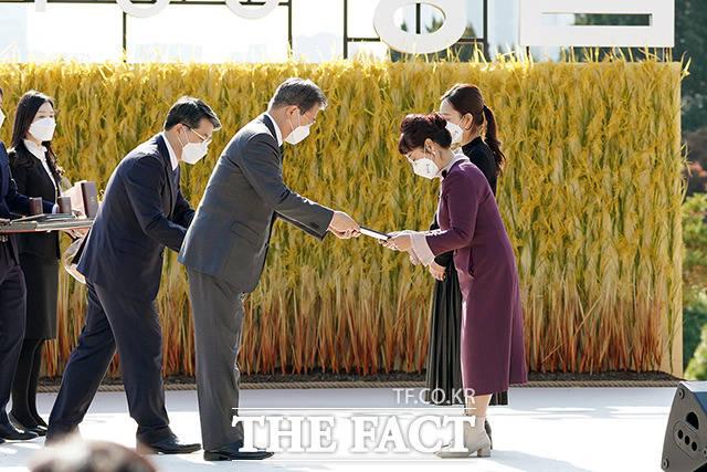 산업포장에 하창선 한국여성농업인 중앙연합회 대외협력부회장