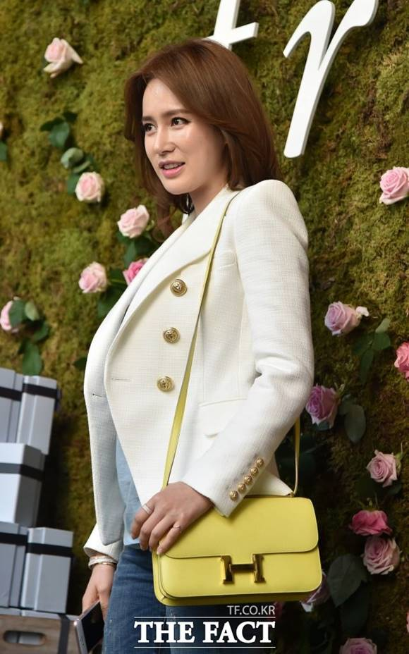 안정환의 아내 이혜원이 의미심장한 글을 남겨 불화설이 불거지고 있다. /더팩트 DB