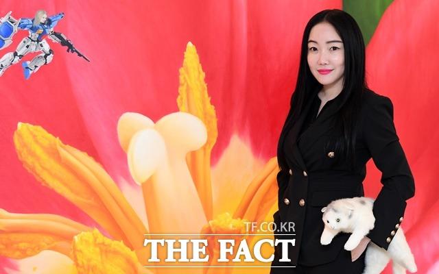 낸시 랭은 현재 서울 마포구 합정동 진산갤러리에서 전 세계 여성들의 고통과 시각을 담은 스칼렛 페어리를 전시 중이다. 시선37.7도 스칼렛 판타지에 이은 올해 세 번째 개인전이다. /임세준 기자