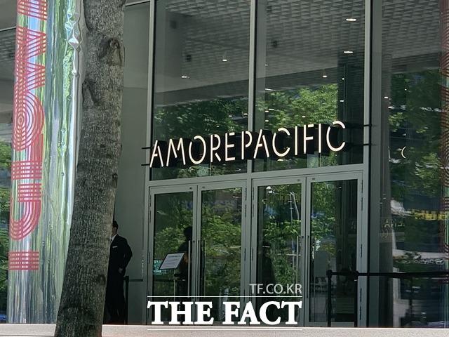 아모레퍼시픽그룹이 뷰티 전문 다중채널네트워크 기업 디밀에 30억 원 규모의 전략적 투자를 단행했다. /문수연 기자
