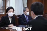 [TF포토] 김해신공항 검증 후속 회의 참석한 김현미 장관