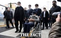 [TF사진관] '휠체어 타고 공판 출석한 이만희 총회장'
