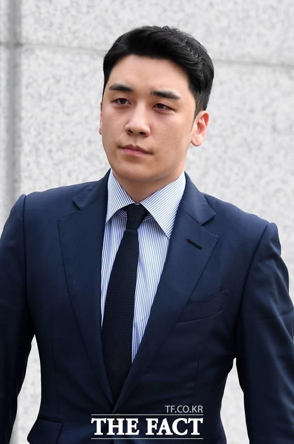 승리가 19일 열린 성매매 알선 의혹 재판에 출석해 혐의를 부인했다. /더팩트 DB