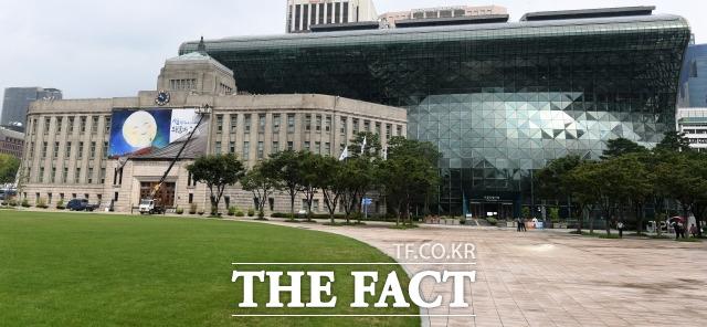 국내 신종 코로나바이러스 감염증(코로나19) 확진자가 급증한 가운데 서울에서도 2주 사이 일일 확진자가 3배 이상 늘어나며 3차 유행 우려가 커지고 있다. /남용희 기자