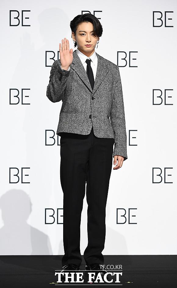 그룹 방탄소년단(BTS) 정국이 20일 오전 서울 동대문디자인플라자에서 열린 BE(Deluxe Edition) 글로벌 기자간담회에 참석해 포즈를 취하고 있다. /이새롬 기자