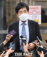 [TF포토] '전두환 자택 본채 압류 취소'...입장 밝히는 변호인