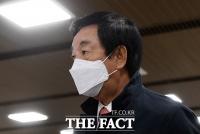 [TF포토] 법정 향하는 김성태 전 의원