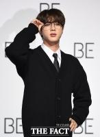 [TF사진관] BTS 진, 오늘은 깜찍한 모범생 스타일~